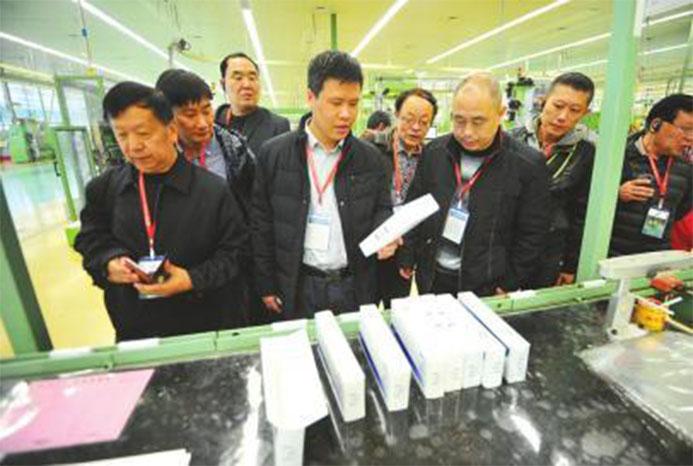 高度自动化设备引市民记者点赞