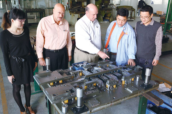 Customer from US visit Haoji to check the tools